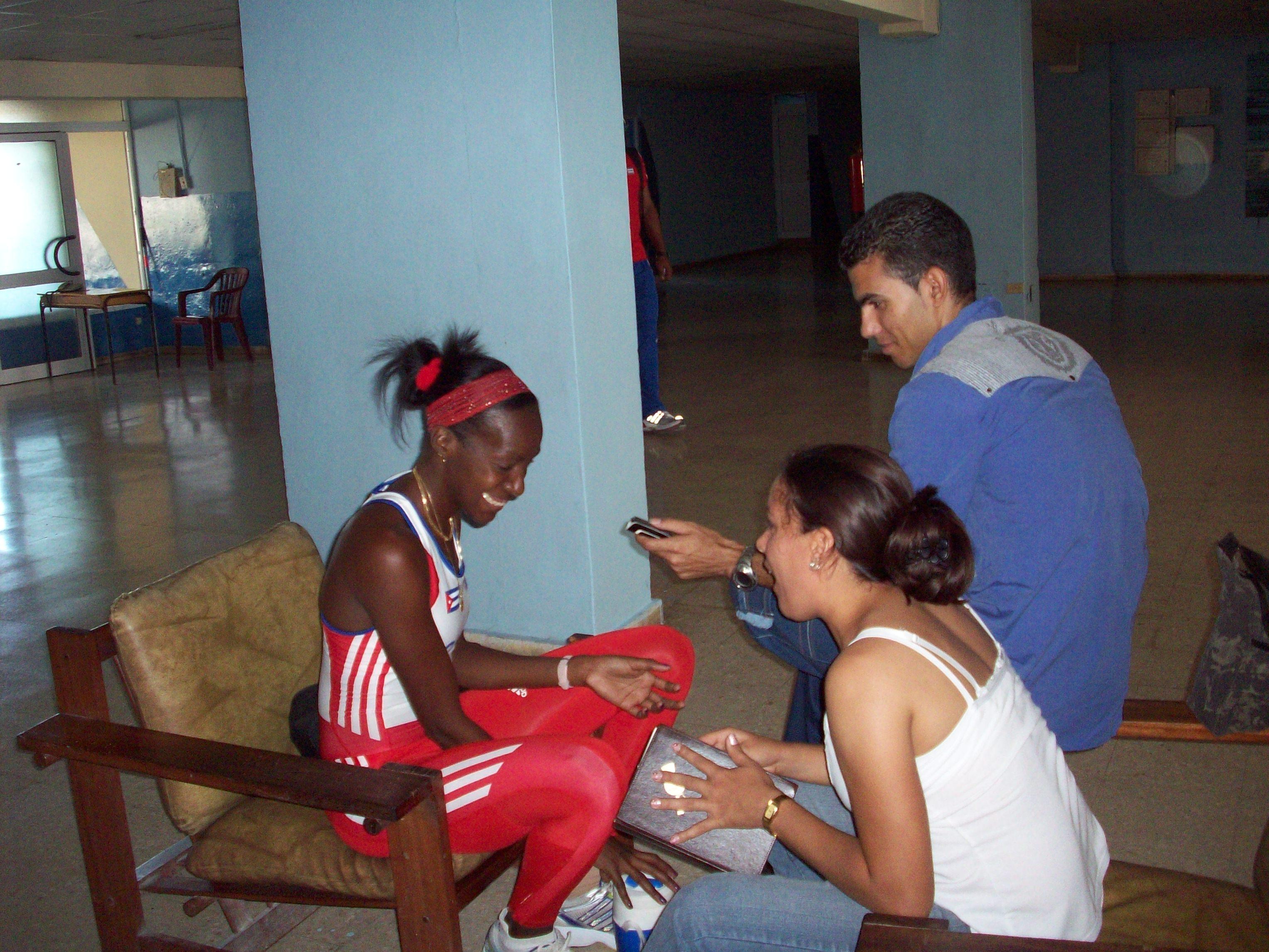 En plena labor. Agradezco al colega Yendrie Barruel por la cobertura. Las Fotos fueron tomadas por Yarisley Silva.