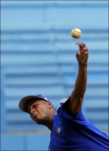 Entrenamiento rumbo al Clásico Mundial de Béisbol.  Darien Nuñez, lanzador. Foto: Ismael Francisco/Cubadebate.