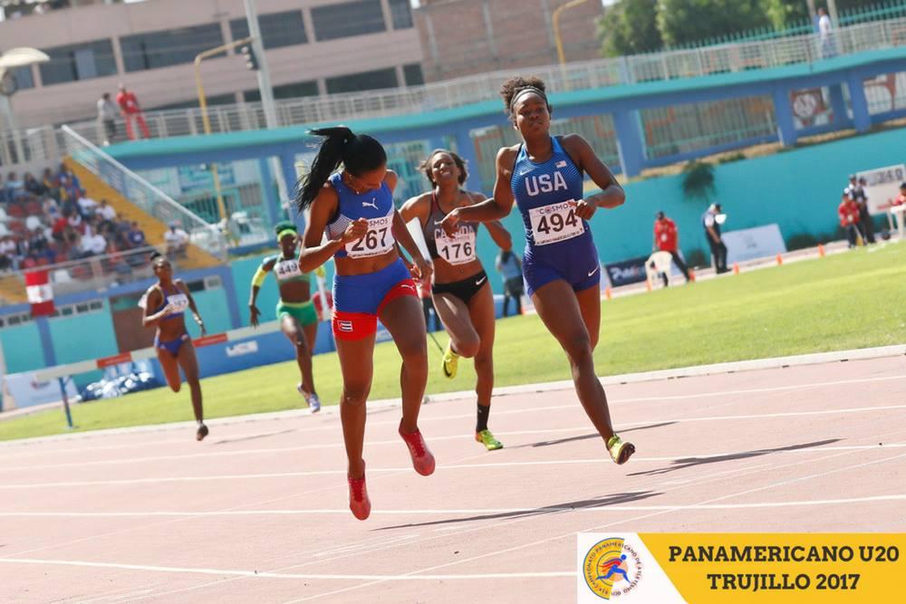 Roxana Gómez llegando a la meta con 51.46 en Trujillo 2017