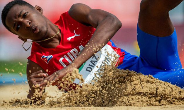 El cubano Jordan Díaz rompe record juvenil olímpico de salto triple