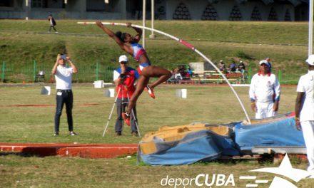 Tras la huella del récord nacional juvenil de salto con pértiga